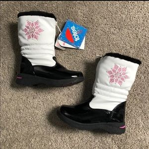 Brand New with tags attached Totes Girl rain boots